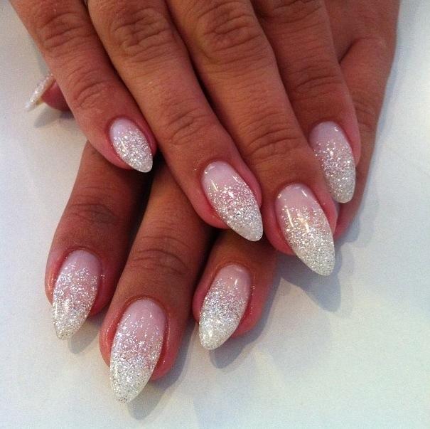 mandel naglar